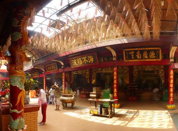 interieur-temple-bouddhiste-cholon-2