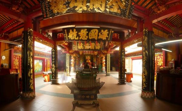 interieur-temple-bouddhiste-cholon