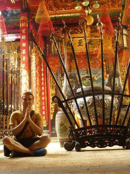 martin-meditation-temple-bouddhiste