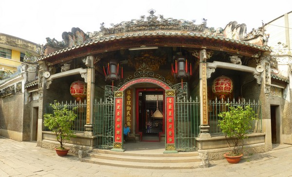 temple-bouddhiste-a-cholon-vietnam