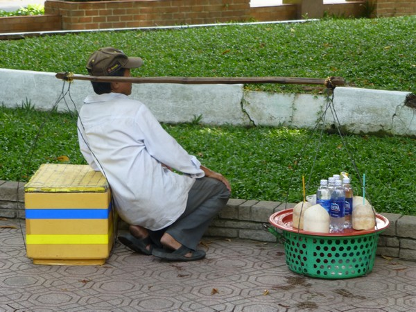 un-vietnamien-en-train-de-se-reposer