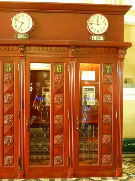 vieilles-cabines-telephoniques-poste-centrale